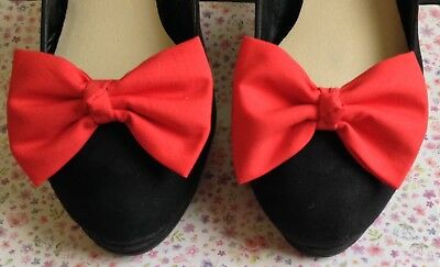 PAIR PLAIN RED COTTON FABRIC BOW SHOE CLIPS VINTAGE 50s RETRO STYLE KNOT DETAIL