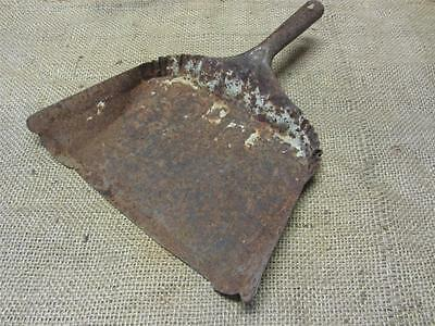 Vintage Metal Dust Pan   Antique Old Bucket Basket Shabby Kitchen Iron 7534