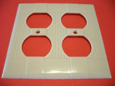 Vtg NOS IVORY DOUBLE OUTLET Receptacle Wall PLATE COVER Ribbed Bakelite Eagle