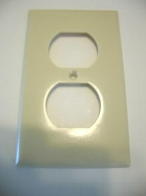 IVORY SINGLE OUTLET Plate Cover Smooth  Leviton