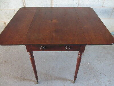 Early 19th Century Mahogany drop leaf Pembroke table (ref 1208)