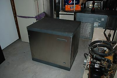 SCOTSMAN ICE MACHINE MAKER CUBE ICE CME256AS-1F with Bin excellent condition