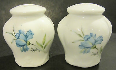 Vitage Inarco Ceramic Blue Floral Salt & Pepper Shakers E-4775 Japan
