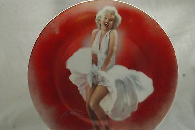 """MARILYN MONROE """"SEVEN YEAR ITCH""""  1st issue COLLECTORS PLATE LIMITED EDITION"""