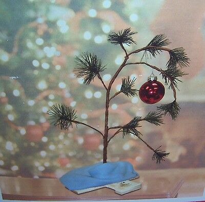 """THE ORIGINAL CHARLIE BROWN CHRISTMAS TREE 24"""" WITH BASE BLANKET & ORNAMENT NEW!"""