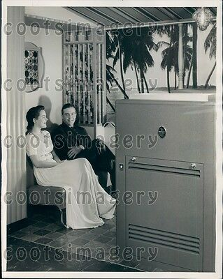 1941 Chicago Couple Enjoy Vintage Air Conditioning Furnace Press Photo