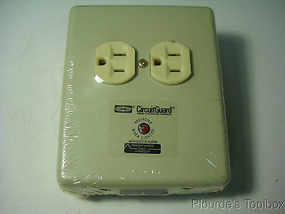 New Hubbell SPI2M Plug-In Surge Suppressor Adapter, 15A, 125VAC