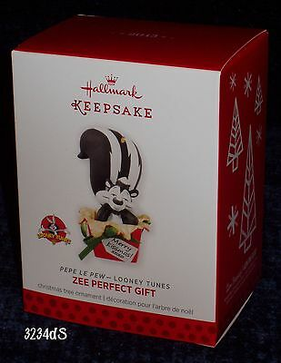 NEW & Mint 2013 Hallmark ZEE PERFECT GIFT Looney Tunes Pepe Le Pew Ornament