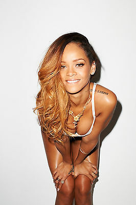 Rihanna 8X10 Glossy Photo Picture Image #2