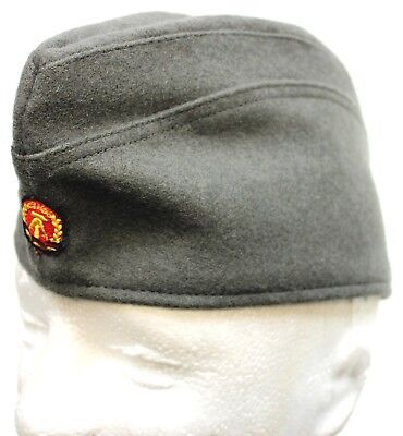 DDR EAST GERMAN ARMY SOLDIERS FORAGE HAT & BADGE 54cm 55cm 56cm SMALL
