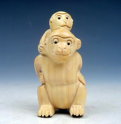 Boxwood Hand Carved Netsuke Sculpture Miniature Monkey Carrying Baby #03081405