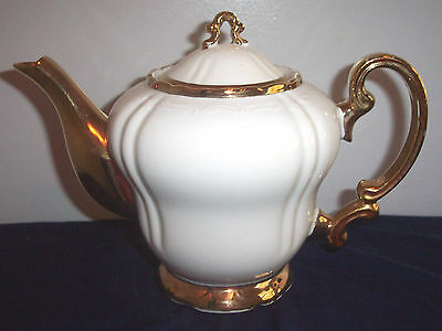Pattern 2181 Richelieu Arnart Sthave Wide Gold Trim Teapot And Lid