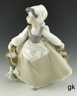 Excellent Lladro NAO Hand Made Spanish Porcelain Figurine A31-E Girl With Bucket