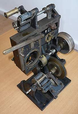 100_Years_Old_Film_Projector-03_[=T=]