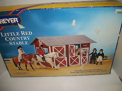 Breyer #2301 - Little Red Country Stable
