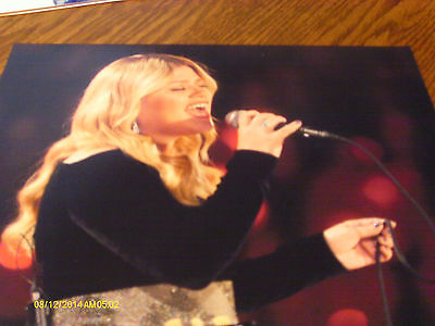 Kelly Clarkson Color Concert Photo