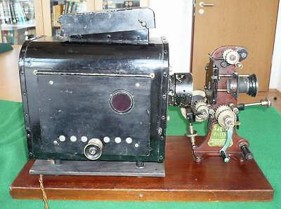 100_Year_Old_Film_Projector-05_[=T=]