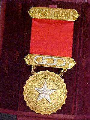 Past Grand Odd Fellows Medal 1847 Vermont Lodge Ribbon Three Rings Vintage Case
