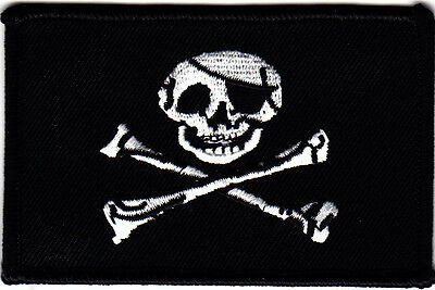 FLAG - PIRATE  FLAG  w/Skull & Crossbones-Jolly Roger/Iron On  Patch/Bikers,