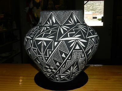 SUPERB HAND PAINTED LILLY CONCHO ACOMA PUEBLO OLLA / FREE SHIPPING