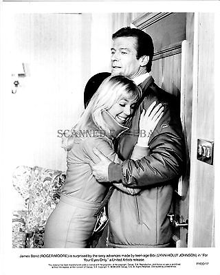 JAMES BOND FOR YOUR EYES ONLY ROGER MOORE LYNN-HOLLY JOHNSON ORIG 1981 8X10