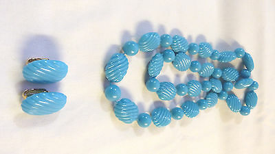 VINTAGE BLUE PLASTIC TEXTURED OVAL BUTTON CLIP ON EARRING AND NECKLACE SET