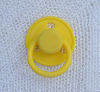 PJs ♥♥ Cute Yellow ♥♥ DUMMY PACIFIER SOOTHER + MAGNET 4 REBORN BABY DOLL OOAK