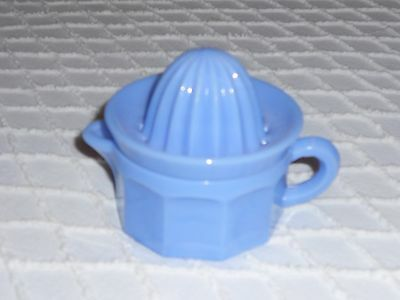 DELPHITE BLUE 1/2 Cup Glass Juice Reamer Measuring Cup ~ VinTaGe ReProDucTioN