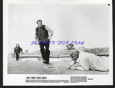 JAMES BOND FOR YOUR EYES ONLY ROGER MOORE CAROLE BOUQUET JULIAN GLOVER ORIG 8X10