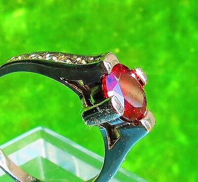 Size 7 Sterling Silver 925  Red large CZ and smaller clear cz  3.2g ring   es