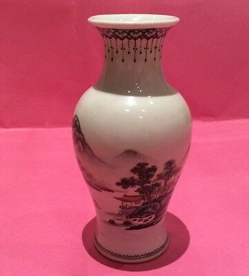 CHINESE REPUBLIC PERIOD VASE SMALL BUT CHIPPED. 6 INCHES