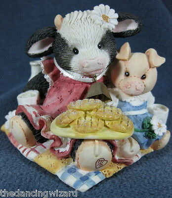 Marys Moo Moos Cookies Are For Sharing 627739 Cowgirl Pig Figurine 1993 BX