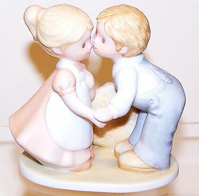 Homco 1991 Circle of Friends FIRST KISS Boy w/Hat & Girl w/Ponytail Kissing
