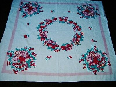 VIVID LUSCIOUS VINTAGE ALL FRUITS FRUITS TABLECLOTH STRIKING & MINTY
