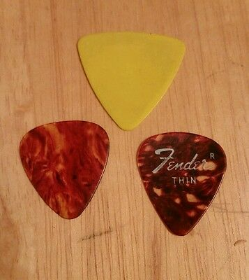 Group mixed lot of 3 guitar picks fender thin speckled yellow thick
