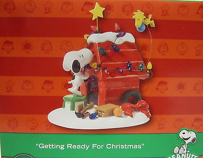 BRAND NEW DEPT 56 PEANUTS SNOOPY GETTING READY FOR CHRISTMAS NIB CHARLIE BROWN