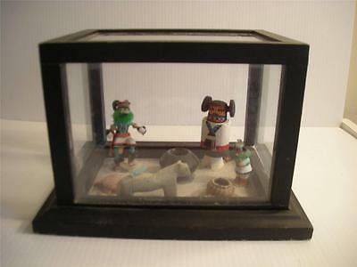 LOT OF 7-MINIATURE KACHINAS, POT, BASKET, FETISHES IN GLASS DIORAMA CASE A+VALUE