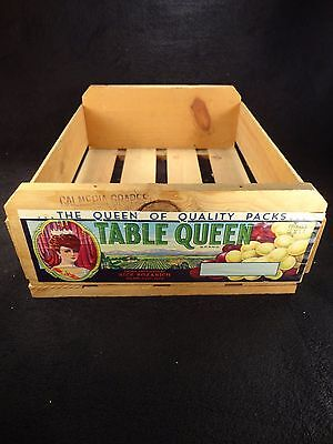 ANTIQUE VINTAGE TABLE QUEEN BRAND GRAPES WOODEN DELIVERY CRATE, GORGEOUS COUNTRY