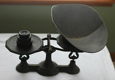 Antique Cast Iron Country Store Scale with weights and pan