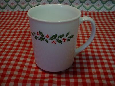 One Vintage Corelle WINTER HOLLY White Veined Holly CUP / MUG EUC MINTY!