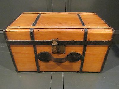 ANTIQUE DOLL STEAMER TRUNK VINTAGE VICTORIAN FLAT TOP DOLL CHEST WITH KEY