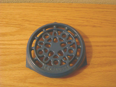 Lovely Le Creuset Mini TRIVET EARLY FRENCH BLUE Cast Iron Round ~ Nice Pre-Owned