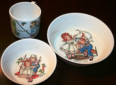 VINTAGE RAGGEDY ANN & ANDY MELAMINE DISHES - CUP & TWO BOWLS - LOT of THREE (3)