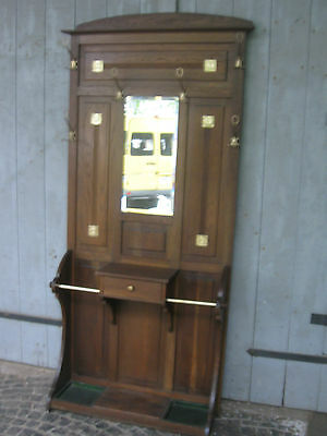 Garderobe Jugendstil mit Messingapplikationen
