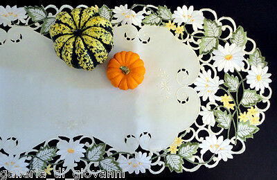 """CIRCLE OF DAISIES  Lace Doily Table Runner  Flower Floral  43""""  Daisy  Doilies"""