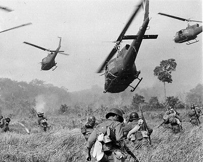 """Us Soldiers And Huey Helicopters Vietnam War 8"""" X 10"""" Photo Picture"""