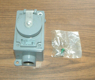 Russellstoll Receptacle 3W4P 30A/250V Part Number 3754