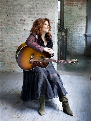 Rosanne Cash 8X10 Glossy Photo Picture