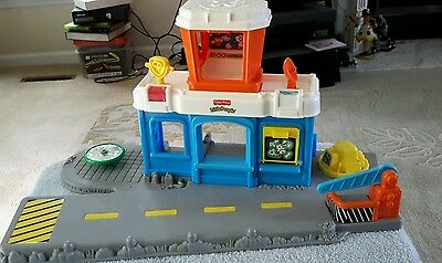 2001 little people fisher price airport (tbl8)