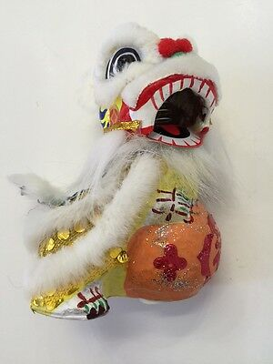 Bouncing Chinese New Year Lion Dragon Head Dance Decoration White
